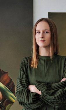 Ewos Juskiewicz siurrealistiniai portretai kvestionuoja moters vaidmenį mene [FOTO]